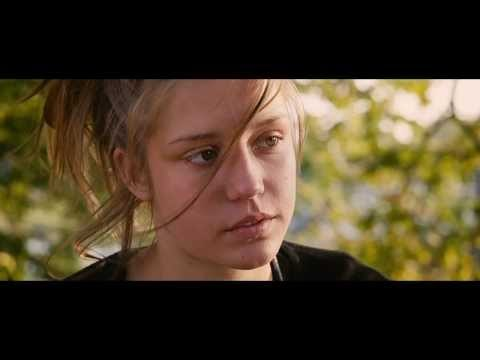 Blue Is the Warmest Colour clip #3