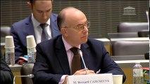 Lutte contre le terrorisme : M.Patrice Paoli, dir de la cellule interministérielle d'aide aux victimes ; M. Bernard Cazeneuve, ministre de l'intérieur - Lundi 7 mars 2016