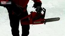Patin a glace avec une tronçonneuse sur un lac gelé !! Le fou..