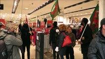 Manifestation devant et dans un magasin