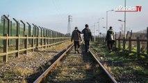 Un an après le démantèlement de la jungle de Calais, les migrants sont toujours là.