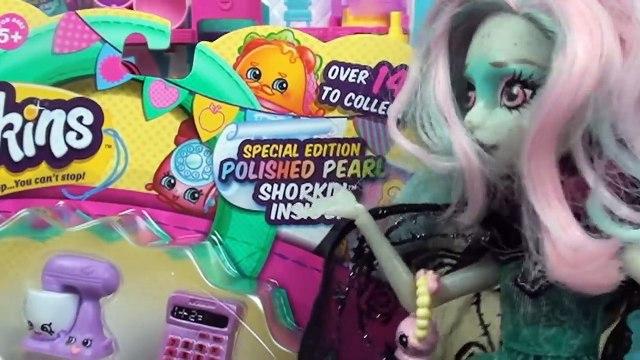 Shopkins Monster High Vinyl Dolls Opening Shopkins Blind Bags Surprise Eggs Shopkins Toys and Dolls