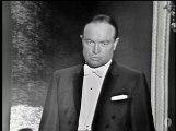 """Audrey Hepburn entrega a Rex Harrison el Oscar al Mejor Actor por """"My Fair Lady"""""""