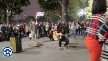 Màn độc tấu guitar cực đỉnh trên phố đi bộ Hà Nội