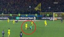 Nantes - PSG : L'arbitre Tony Chapron tacle Diego Carlos (foot)