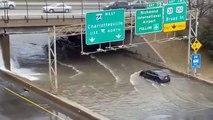 Fuite d'eau sous un pont (Virginie)