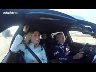 Carlos Sainz y Edurne, en un Peugeot 308 GTI