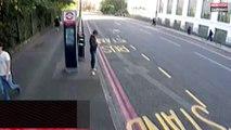 Elle se fait voler son téléphone par un homme en scooter (vidéo)
