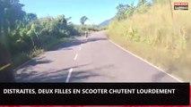 Distraites par un motard, deux filles en scooter chutent lourdement (vidéo)