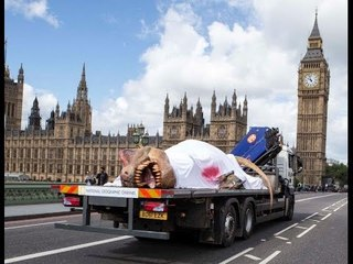 T. REX AUTOPSY – NAT GEO TV SHOCKS LONDON WITH A DEAD DINOSAUR DELIVERY