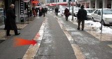 Kayseri'de Buz Tutan Yollara Belediyeden İlginç Çözüm: Kilometrelerce Kaydırmaz Halı Serdiler