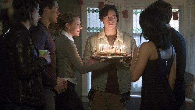 Riverdale - Season 2 Episode 13 : Online [2x13] TV Series