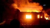 Manisa'da Korkutan Ev Yangını...alev Alev Yanan Ev Küle Döndü