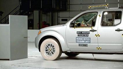 Nissan Frontier crash test 2017