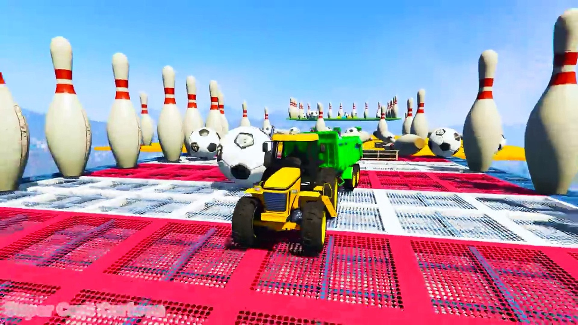 RENK McQueen Traktördeki Otomobiller! Çocuklar ve bebekler için süper kahramanlar ile çizgi film!