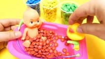 M&Ms & Dubble Bubble Gumballs - Happy Baby Doll Bath Fun Play with Toys
