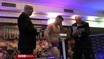 Homens disfarçados de policiais invadem pesagem de boxe na Irlanda e deixam um morto