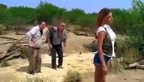 Une femme se  déshabille pour sauver deux hommes des sables mouvants