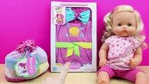 La Bebé NENUCO se baña en la bañera y hace pipí en el orinal | Accesorios para la higiene de Nenuco