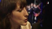 Sortie de scène de Juliette Armanet avec sa Victoire