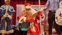 Рождественская Ёлка и Детский Концерт Дед Мороз с Подарками Распаковка Подарков Максим влог детям
