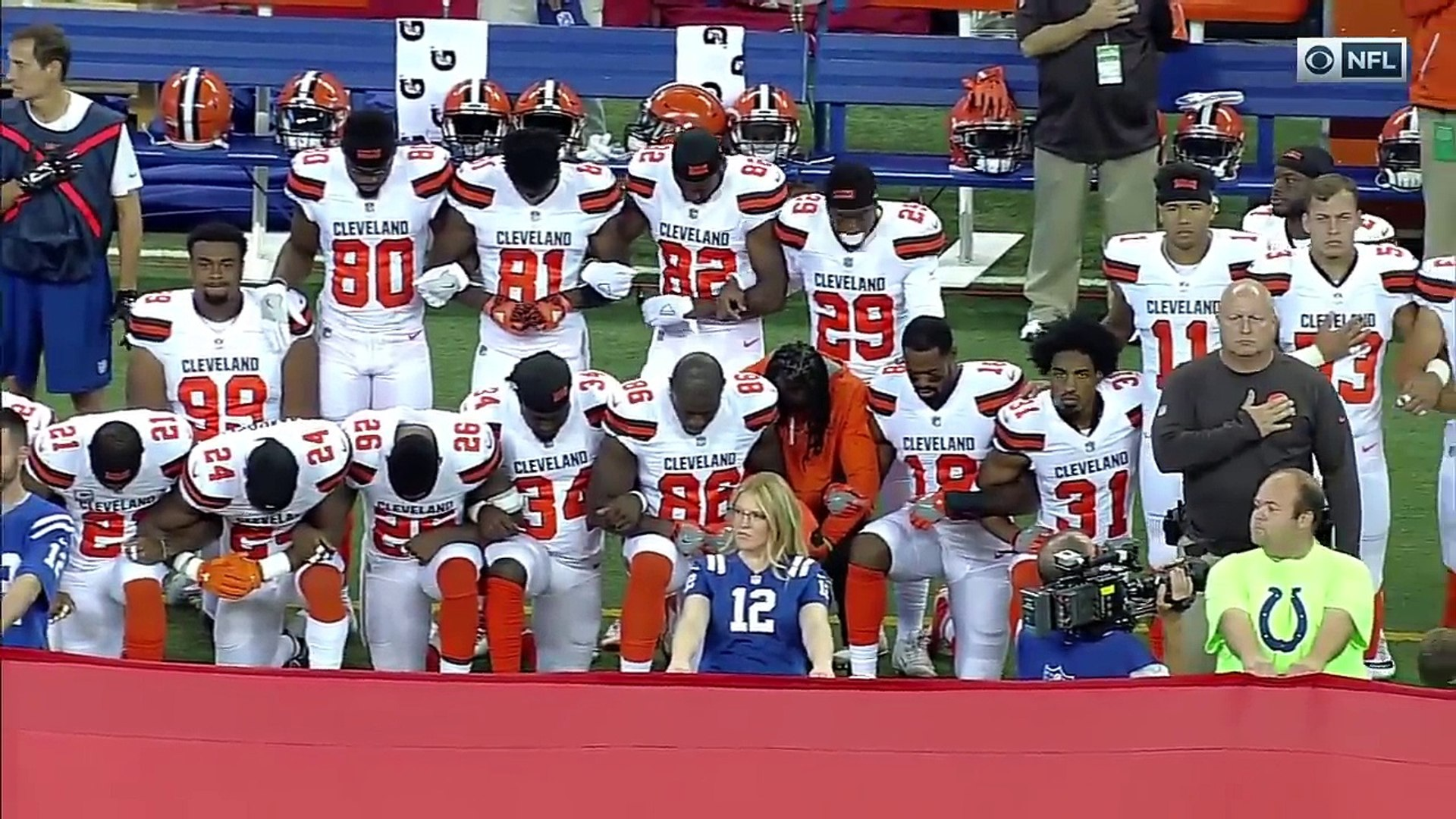 NFL Players, Owners, & Coaches Show Unity During National Anthem | Week 3