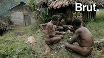 Le peuple Una, parmi les derniers tailleurs de pierre au monde