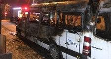 Turist Taşıyan Minibüs Otel Önünde Alev Alarak Kül Oldu