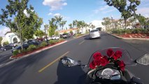 Ce motard donne des roses aux inconnus pour la Saint-Valentin !