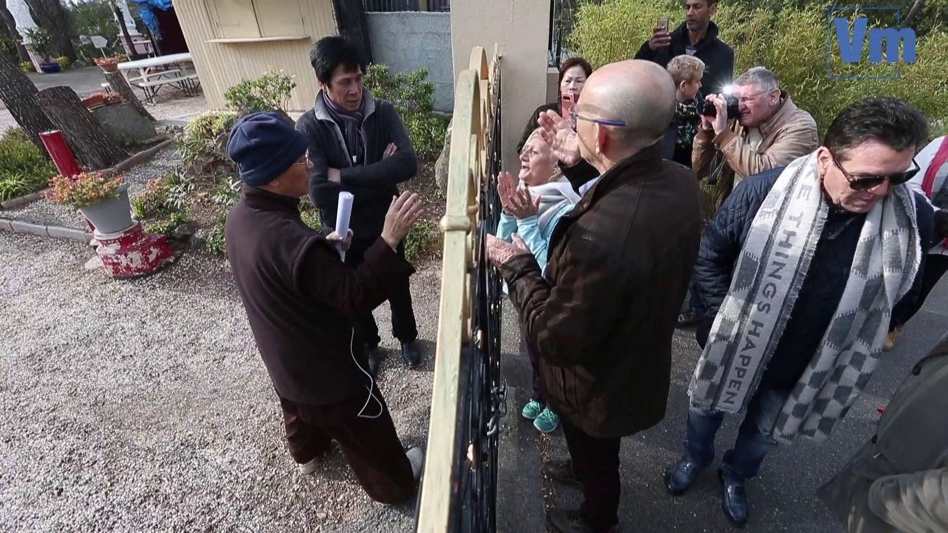 L'entrée de la pagode de Fréjus cadenassée