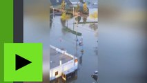 Des inondations monstres contraignent les Québecois à se déplacer en kayak dans les villes