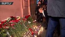 Saint-Pétersbourg : Vladimir Poutine dépose des fleurs en hommage aux victimes de l'explosion