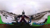 Une série impressionnante de sauts en moto-cross filmée en images panoramiques
