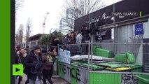 Barricades à l'entrée d'un lycée dans le cadre des manifestations contre les violences policières