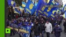 Entre torches et fumigènes, les nationalistes ont participé à la marche de la Nation à Kiev