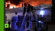 Images aériennes d'un incendie dévastateur à Moscou responsable de la mort de huit pompiers