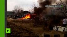 Un avion de combat SU-25 en feu après son crash dans l'Extrême-Orient russe