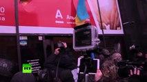 Kiev : des nationalistes saccagent une banque russe le jour de l'anniversaire du Maïdan
