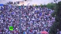 Protestations massives d'Athéniens qui exigent un accord à Bruxelles