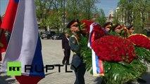 Moscou : Angela Merkel et Vladimir Poutine déposent une gerbe sur la Tombe du Soldat inconnu