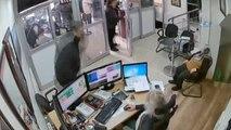Döviz Bürosunda Fazladan 10 Bin TL Ödeme Yaptıkları O Anlar Kamerada