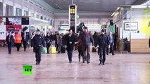 Crash de l'Airbus A320 : des familles des passagers du vol 4U9525 arrivent à l'aéroport de Barcelone