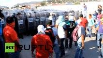 Mexique: plus de 800 étudiants et enseignants mettent le feu à un bâtiment gouvernemental