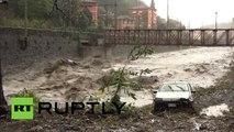 Italie: l'eau emporte les voitures, un homme est porté disparu
