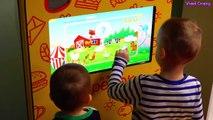ベイビーゴンバルキャンデーの色を学ぶ子供の指の家族の言葉 - 24時間チャレンジ幼稚園のホテルで24時間フォートチャレンジ子供たちのホテル(パート19