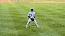 Meilleure réponse à des fans énervés.. il fait parler son gant de baseball