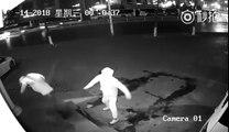 2 voleurs débiles s'assomment entre eux en tentant de rentrer par effraction !