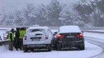 La voie rapide de la Côte Bleue recouverte par la neige ce mercredi matin