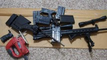 Ces Américains détruisent leurs fusils avec des meuleuses pour éviter une nouvelle tuerie de masse
