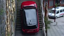 Grimper 999 marches avec un Range Rover Sport sur la montagne de Tianmen en Chine